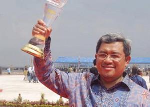 penghargaan_ahmad-heryawan-300x213
