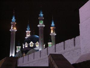 800px-Kazan_kremlin_at_night