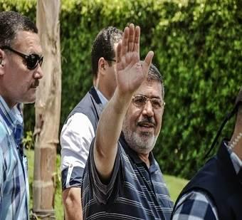 Presiden-Mursi-lambaikan-tangan